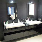 Meuble salle de bains laqué noir brillant