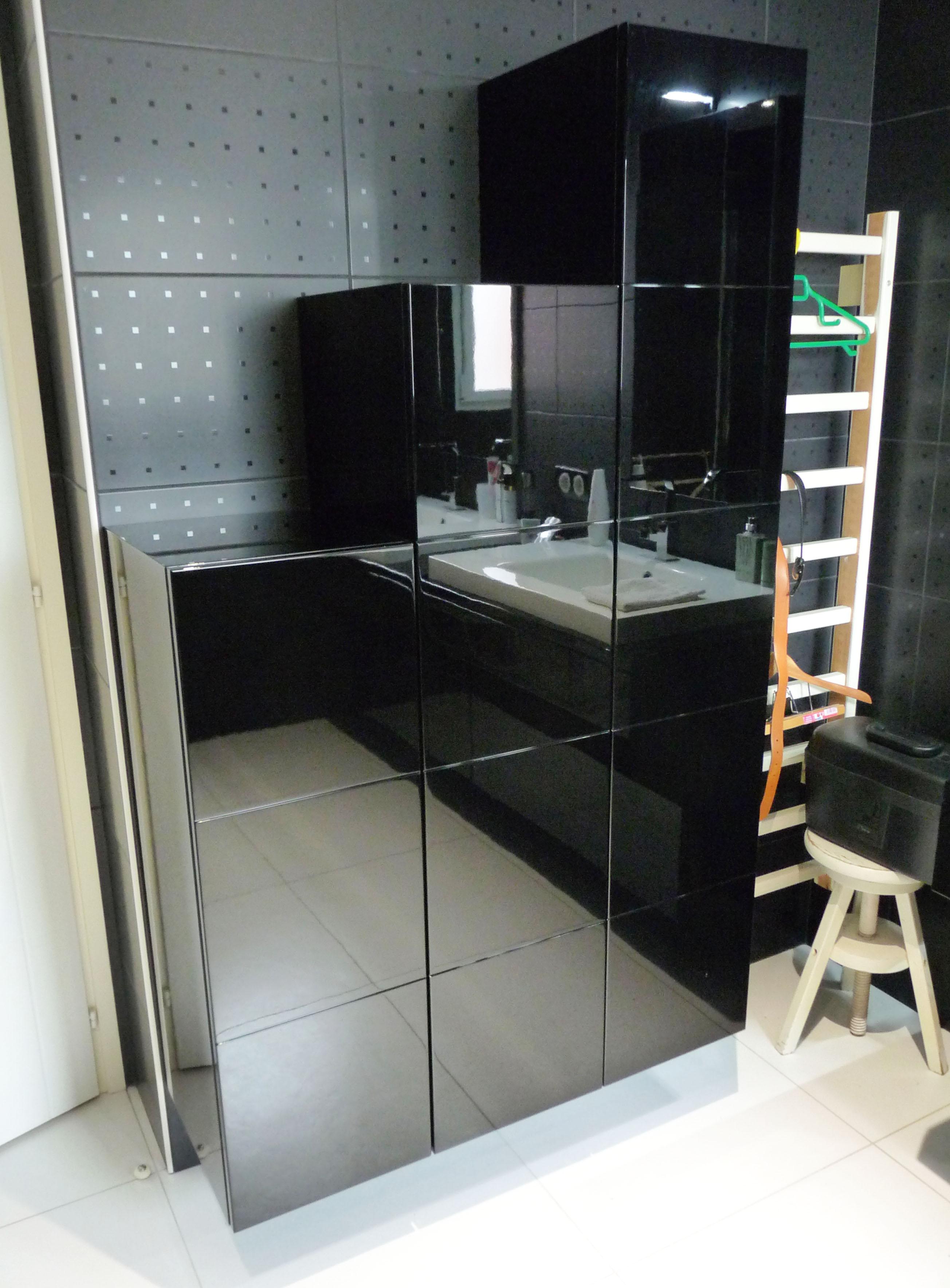 colonnes-salle-de-bains-laque-noir-brillant - Artibois