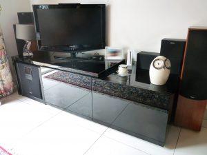Meuble TV laqué noir brillant