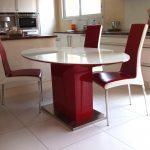 Table cuisine laqué brillant et dessus verre laqué